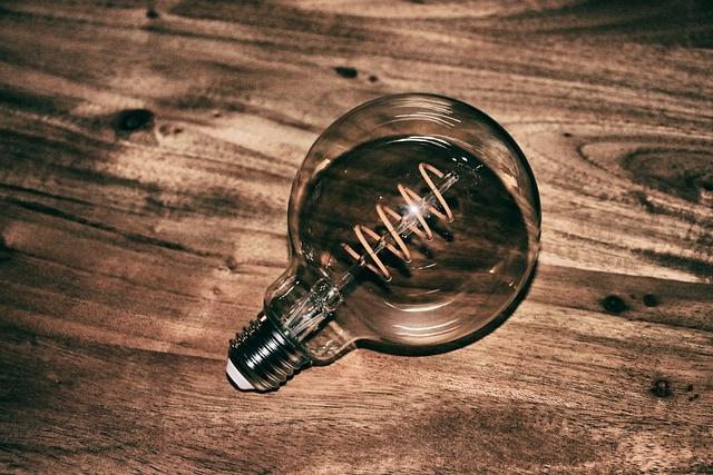Filamentová LED žárovka