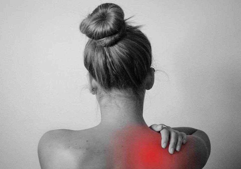 Bolest zad po téninku – proč si pořídit masážní pistoli