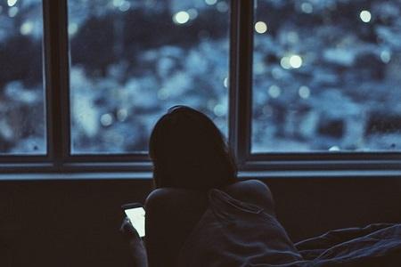 Pozor na sociální sítě - jak modré světlo ovlivňuje spánek