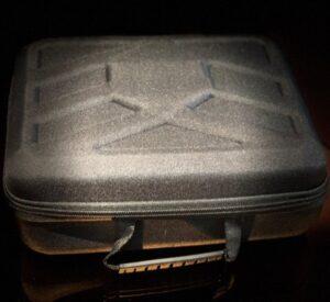 cestovní kufr na Bodysonic BS MG03 - vibrační masážní pistoli