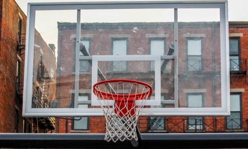 Basketbalový koš na hřišti – srovnání a test košů na basket