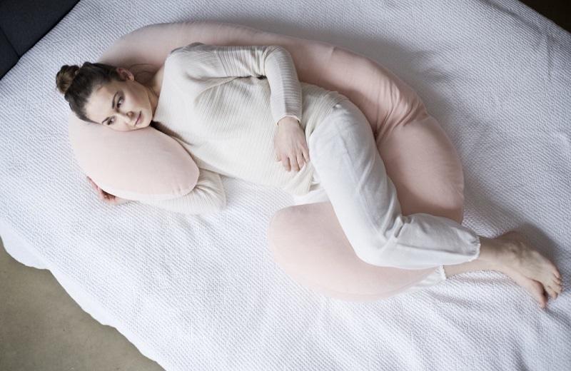 Jak správně používat kojící a těhotenský polštář