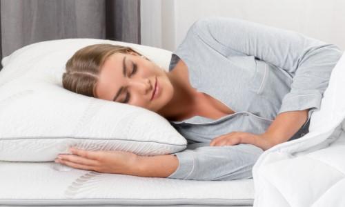Matrace Dormeo Lux – žena spící na luxusní matraci